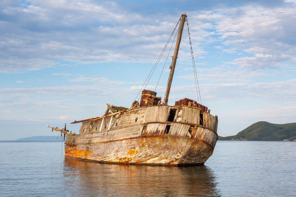 Langkah Menyelamatkan Diri Saat Kapal Karam